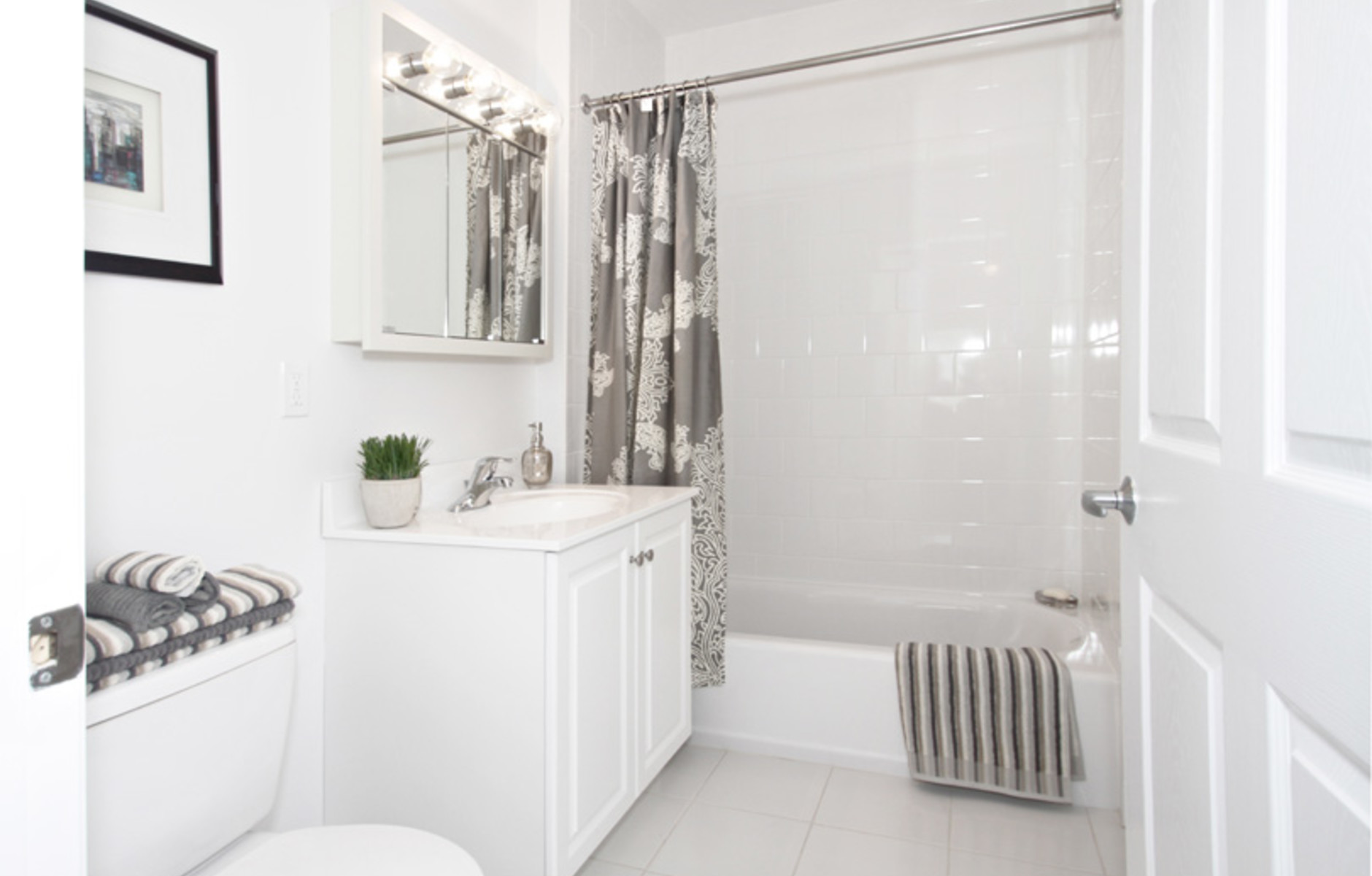 Master Bath: 125 Edgemere Road