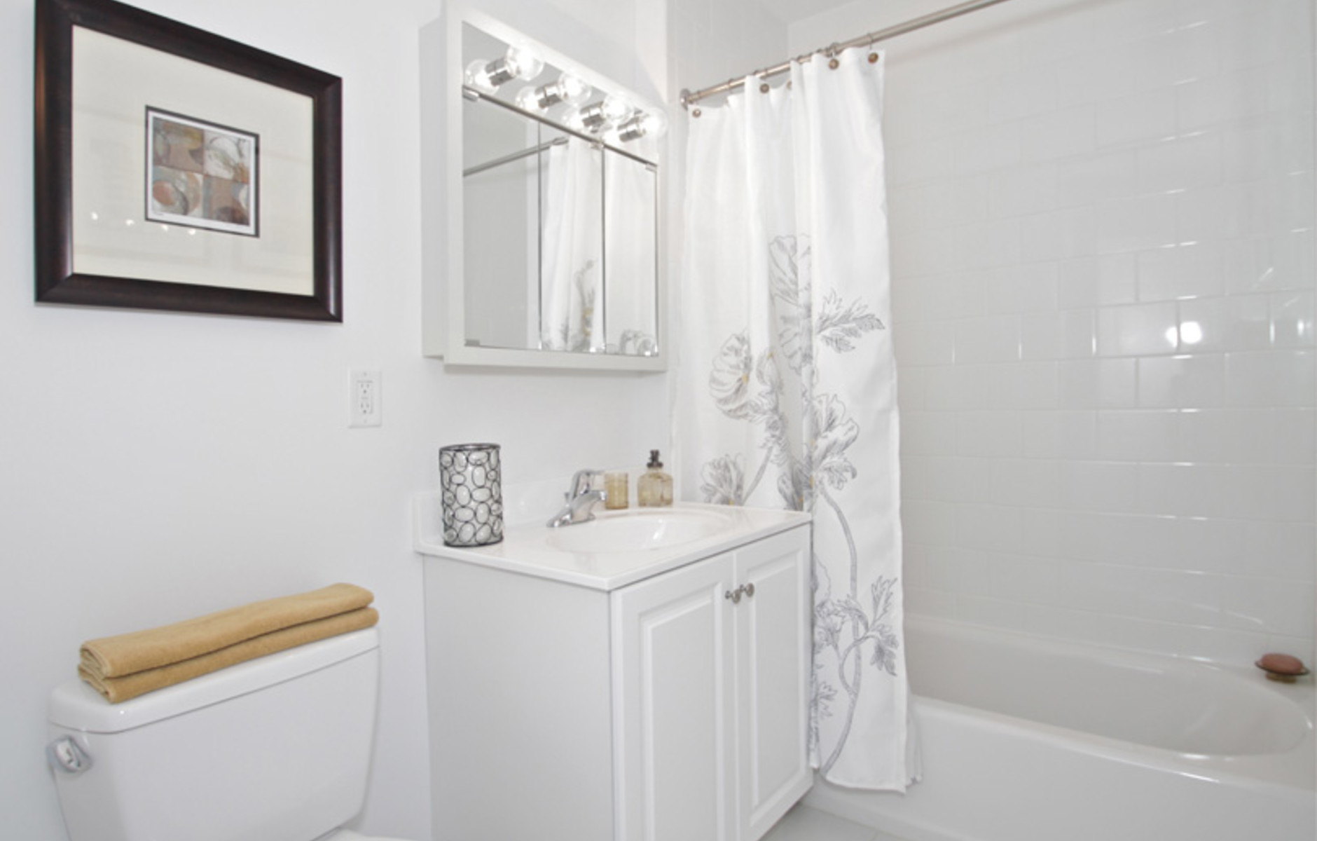 Bathroom: 125 Edgemere Road